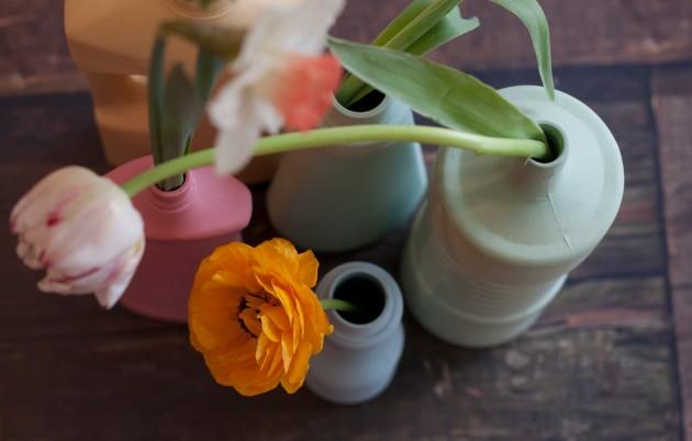 Foekje Fleur vases with spring flowers